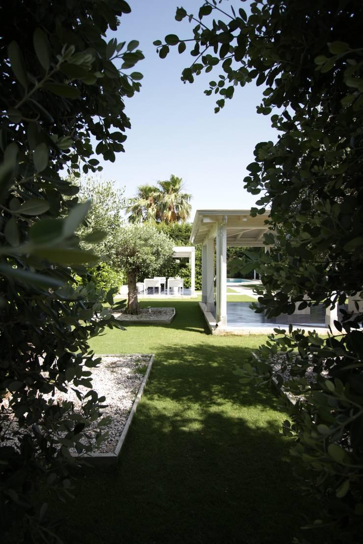 Jardines de estilo  por studioSAL_14, Moderno