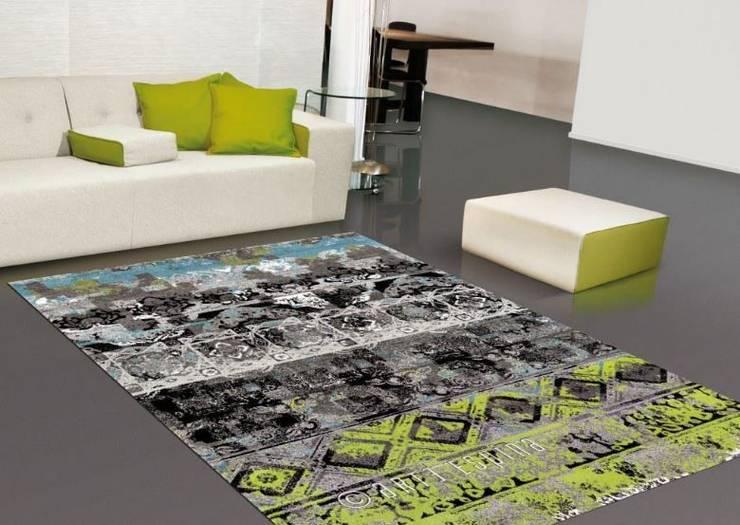 Tapetes Rugs www.intense-mobiliario.com  FOLK 61: Sala de estar  por Intense mobiliário e interiores;
