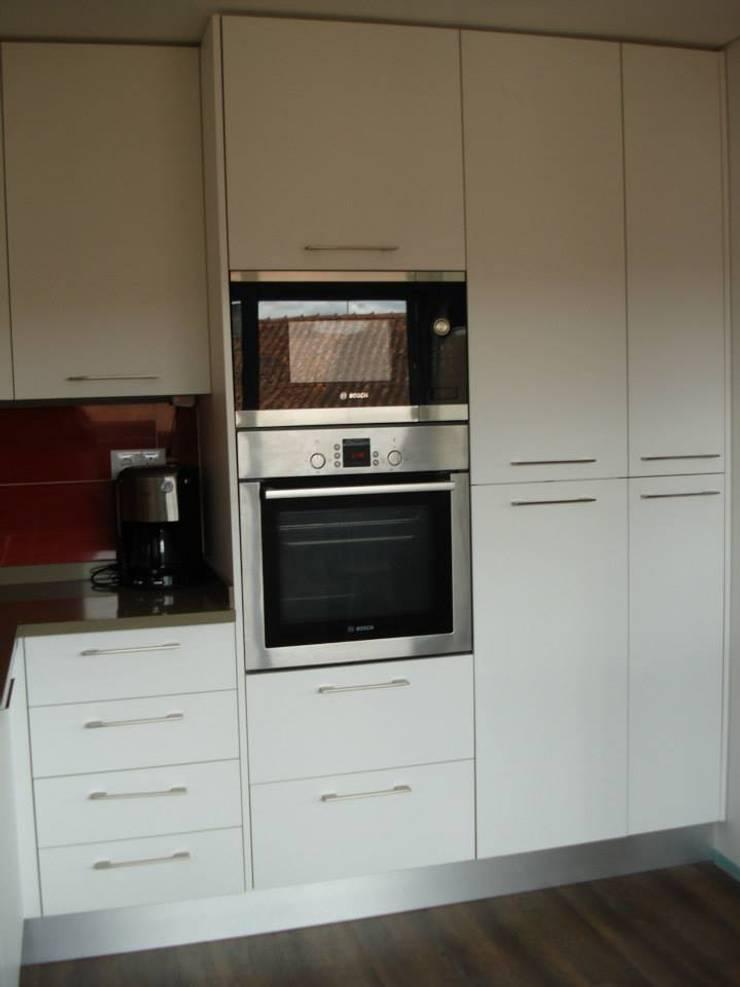Remodelação de Cozinha - Apartamento: Cozinha  por ARCUCINE - Cozinhas e Equipamentos, Lda