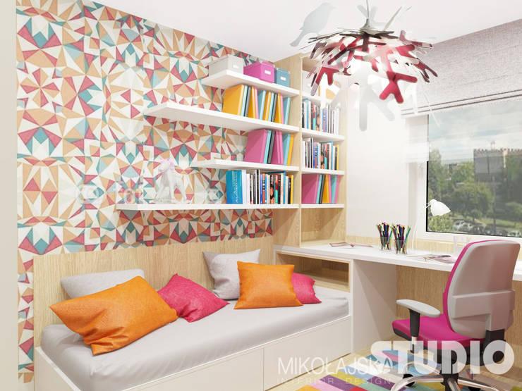 Dormitorios infantiles de estilo escandinavo por MIKOŁAJSKAstudio
