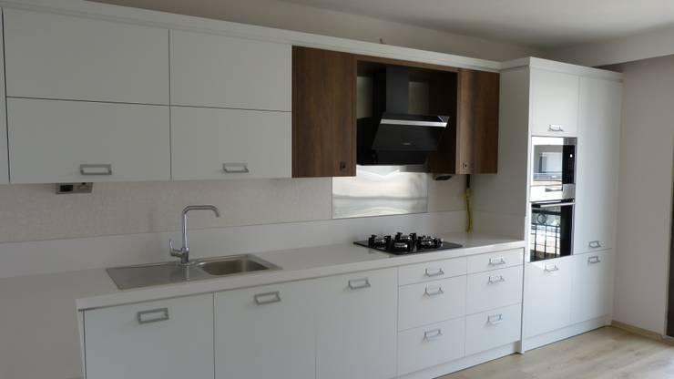 yücel partners – Lavinya Apartmanı: modern tarz Mutfak