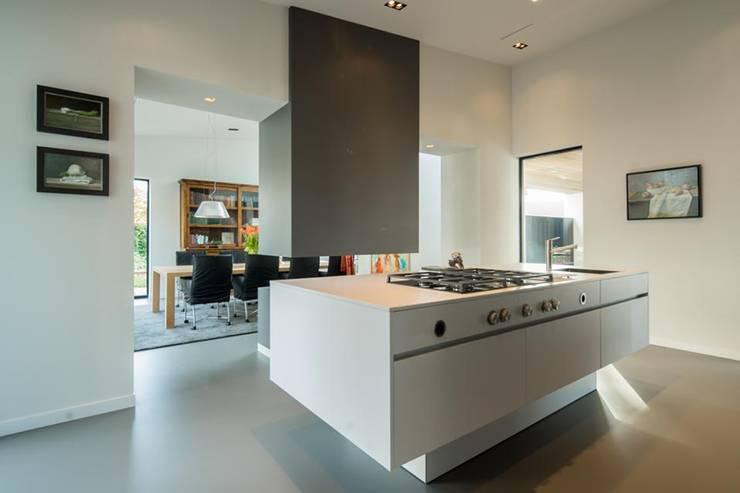 Moderne keuken:  Keuken door Van der Schoot Architecten bv BNA, Modern Hout Hout