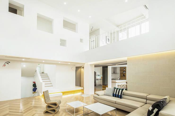 The Modern Square _용인 타운하우스: 지오아키텍처의  거실,모던