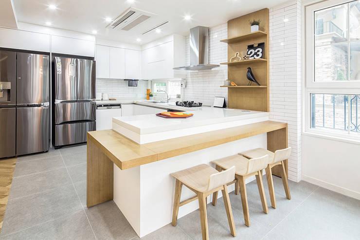 Cocinas de estilo  por 지오아키텍처