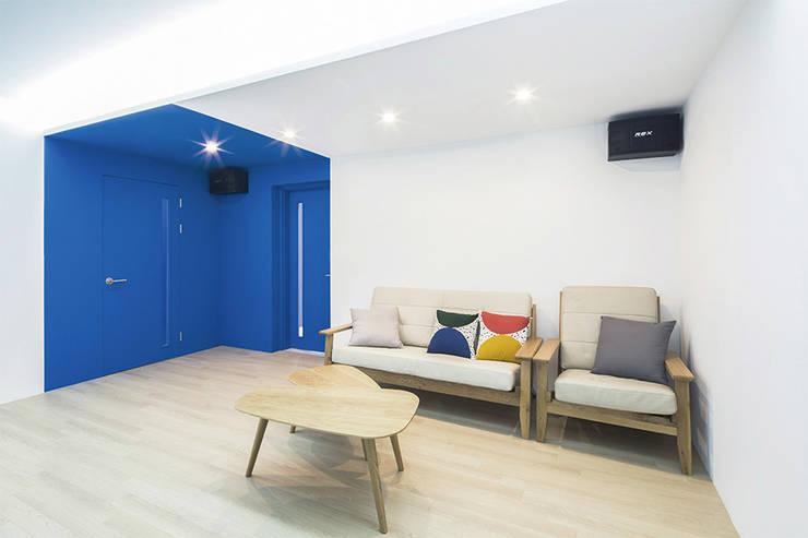 modern Study/office by 지오아키텍처