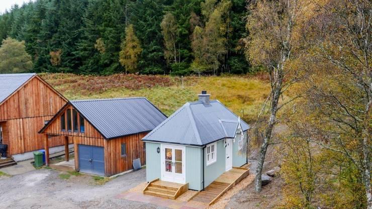Projekty, klasyczne Domy zaprojektowane przez The Wee House Company