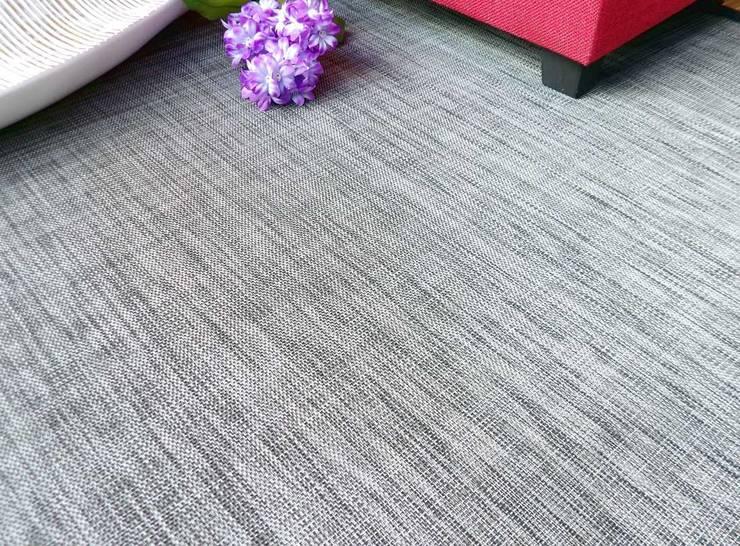 Alfombra de vinilo en color gris claro: Salones de estilo  de latiendawapa
