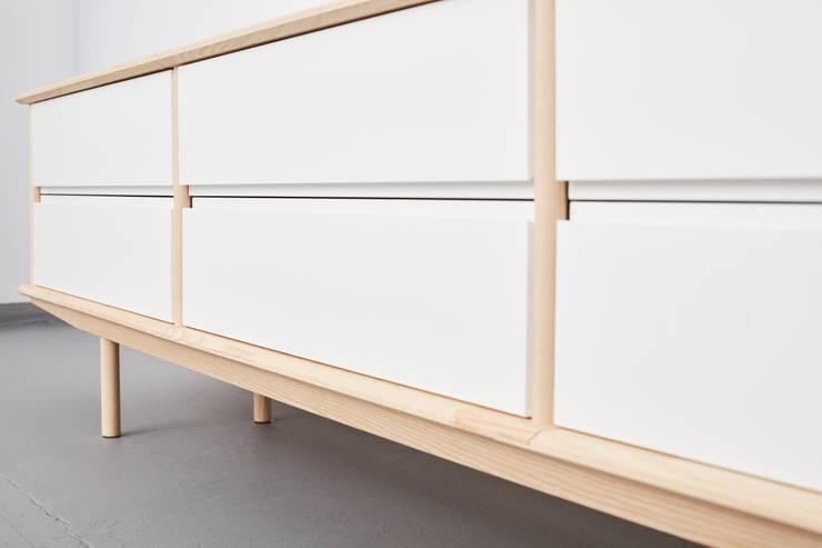 Modulares Sideboard aus Massivholz :  Wohnzimmer von Neuvonfrisch - Möbel und Accessoires