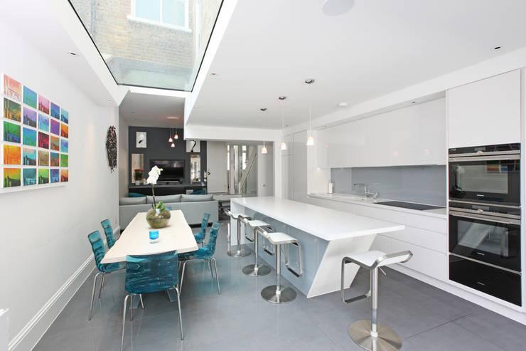Nhà bếp by PAD ARCHITECTS