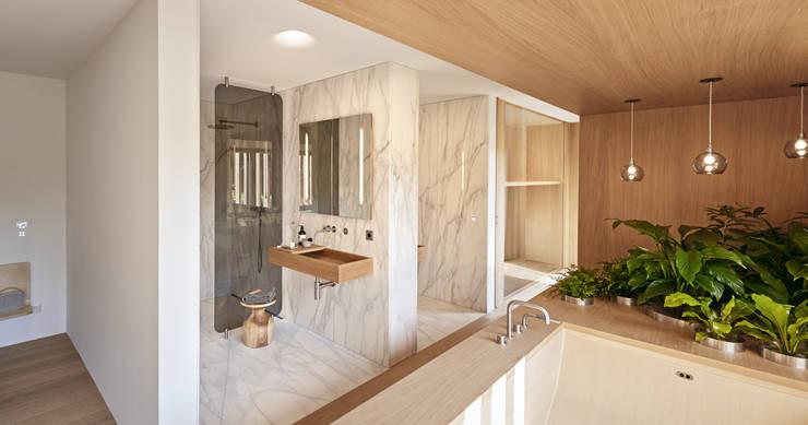 Projekty,  Łazienka zaprojektowane przez Bau-Fritz GmbH & Co. KG