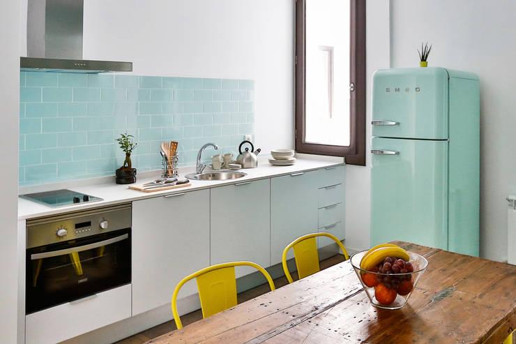 Cocinas de estilo  por StudioBMK