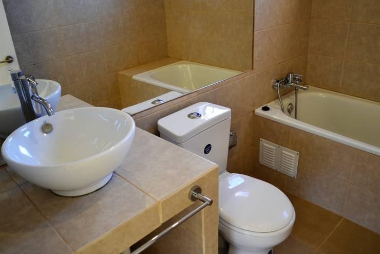 Baños de estilo  por Casas Metal