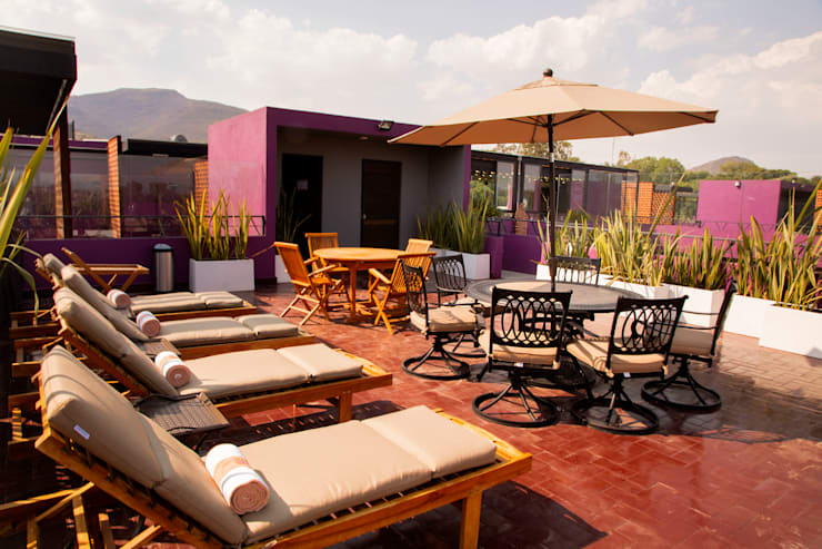 ROOF GARDEN, LA MORADA HOTEL BOUTIQUE & SPA, TEPOTZOTLÁN.: Hoteles de estilo  por rave arch