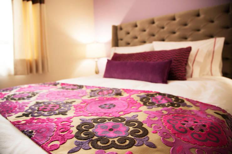 INTERIOR SUITE, LA MORADA HOTEL BOUTIQUE & SPA, TEPOTZOTLÁN.: Hoteles de estilo  por rave arch