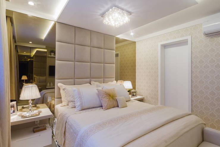 غرفة نوم تنفيذ Juliana Agner Arquitetura e Interiores