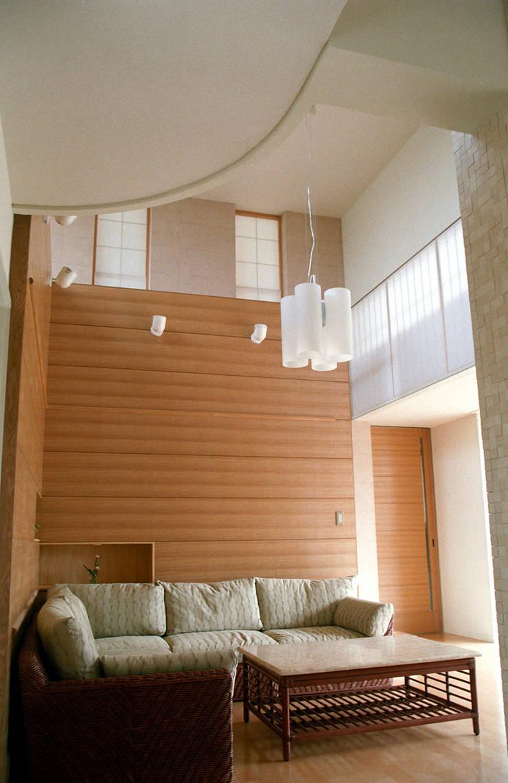 Salones modernos de シーズ・アーキスタディオ建築設計室 Moderno