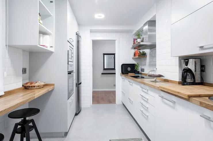 7 claves para cocinas estrechas perfectas for Mesas para cocinas estrechas