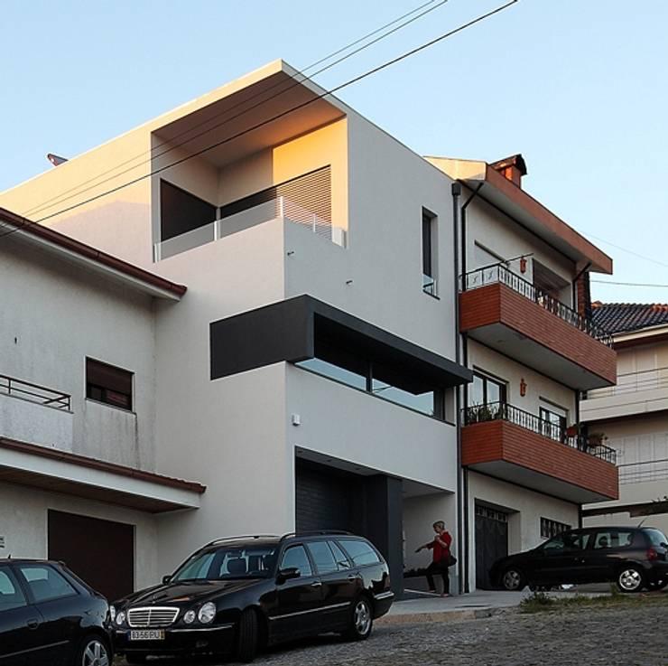 Casas de estilo  por architektengroep roderveld, Moderno