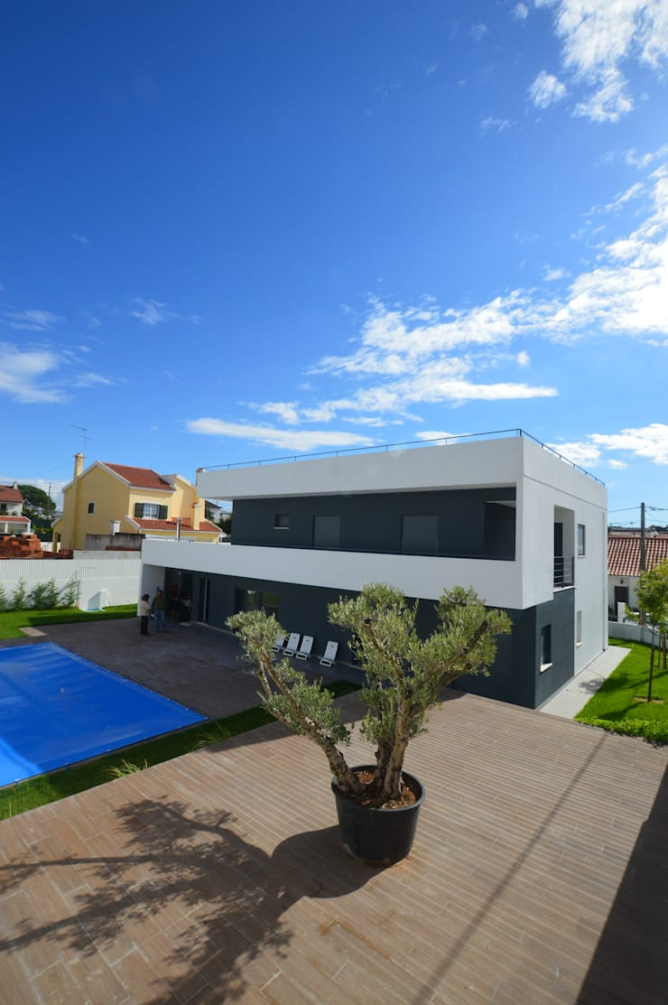 Portuguese Extreme Makeover: Casas  por Arquitecto Telmo