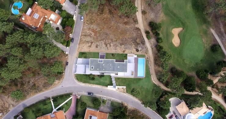 Aroeira 469: Casas  por Arquitecto Telmo