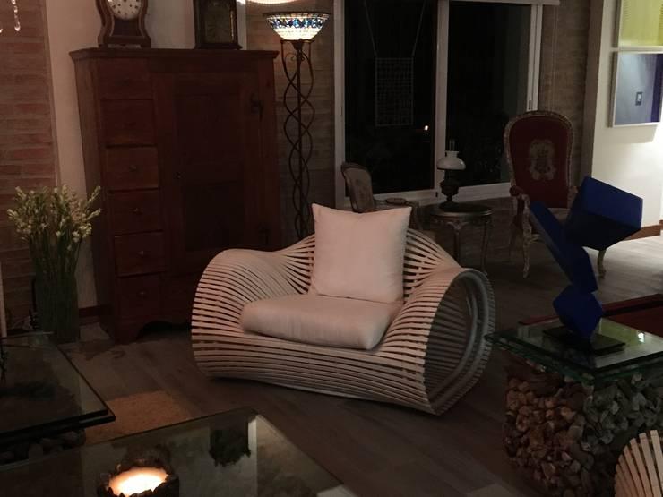Casa Alto Hatillo.: Salas / recibidores de estilo moderno por THE muebles