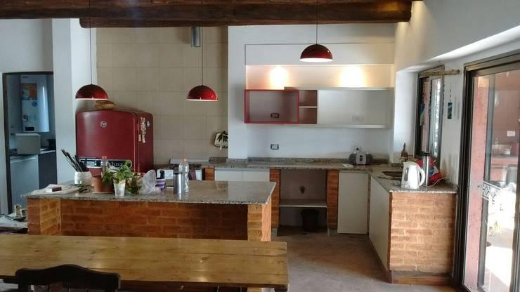 Cozinha  por Aurea Arquitectura y Amoblamientos