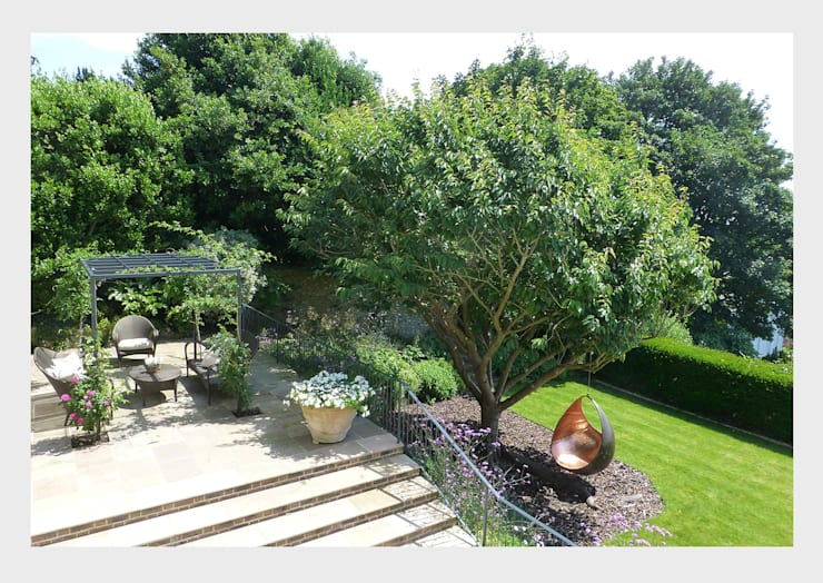 Town House, Sussex.:  Garden by CHALKSPACE