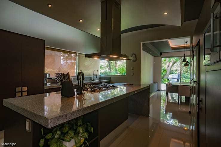 modern Kitchen by LUIS GRACIA ARQUITECTURA + DISEÑO