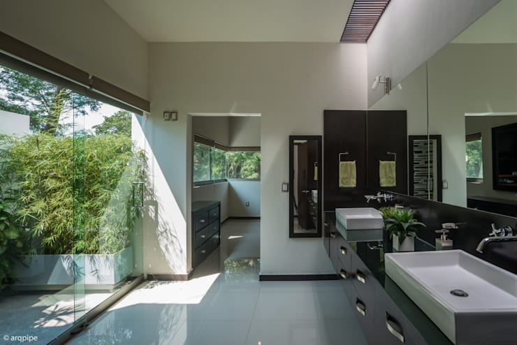 modern Bathroom by LUIS GRACIA ARQUITECTURA + DISEÑO