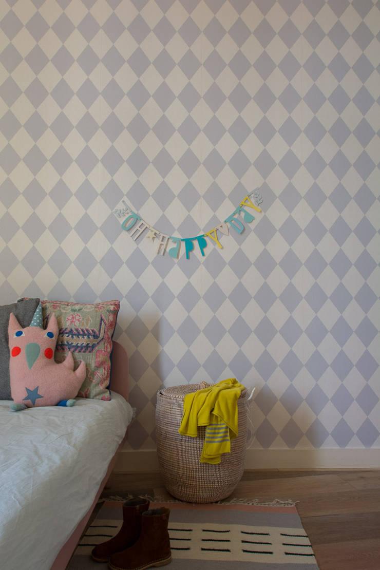 Interieurontwerp herenhuis Utrecht:  Kinderkamer door Studio Binnen, Scandinavisch