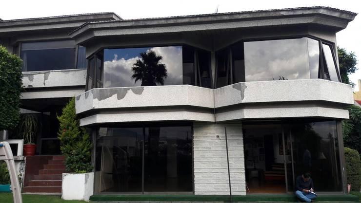 Renovación casa de las lomas:  de estilo  por CESAR MONCADA S