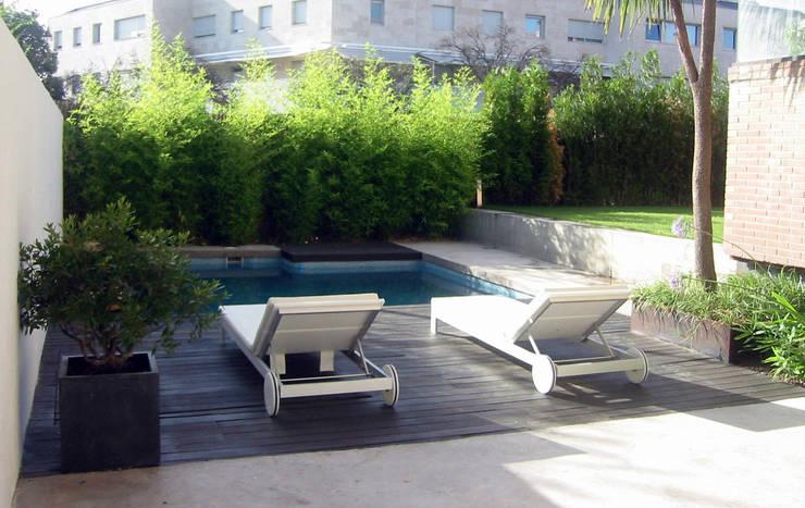 庭院 by TERESA JARA - ESTUDIO DE PAISAJISMO