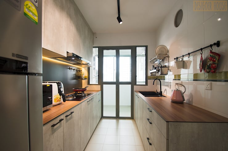 Punggol Waterway Brooks BTO: minimalistic Kitchen by Designer House