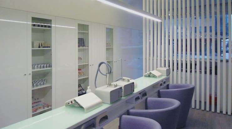 centro de estética: Lojas e espaços comerciais  por AR arquitectura