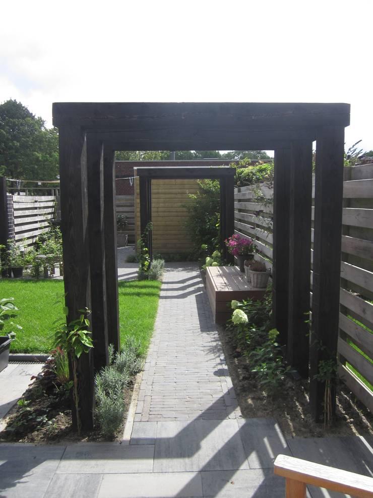 Jardines de estilo moderno de Van Dijk Tuinen Groningen Moderno