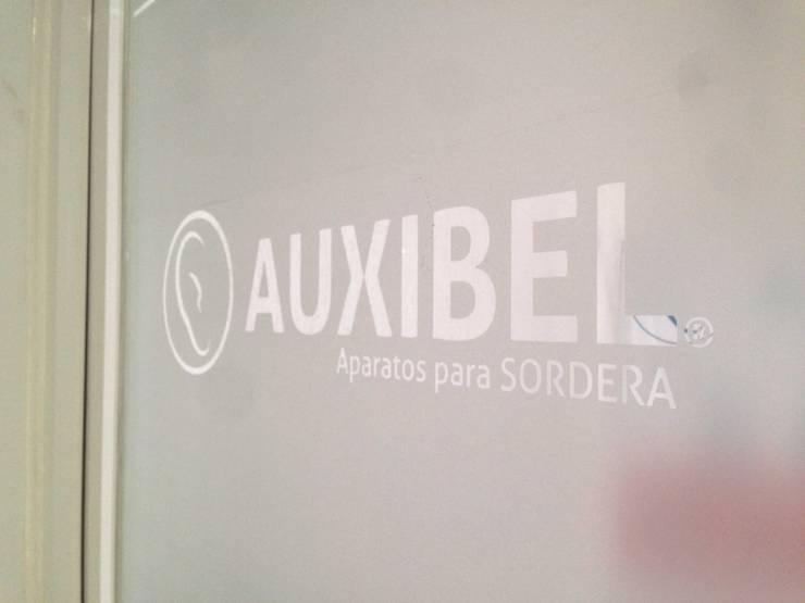 Consultorio Auxibel: Oficinas y tiendas de estilo  por Estudio Chipotle