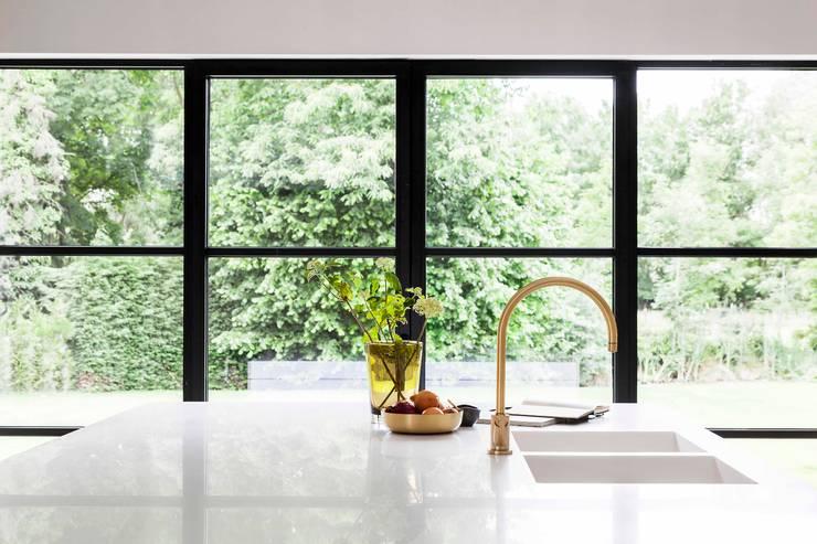 Project K:  Keuken door JUMA architects, Modern