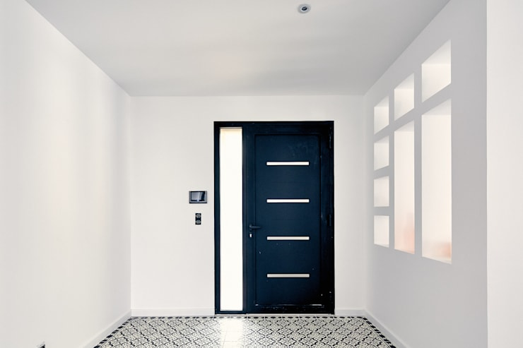 Corridor and hallway by Cendrine Deville Jacquot, Architecte DPLG, A²B2D