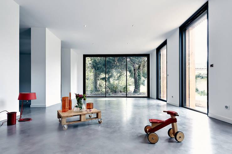 modern Living room by Cendrine Deville Jacquot, Architecte DPLG, A²B2D