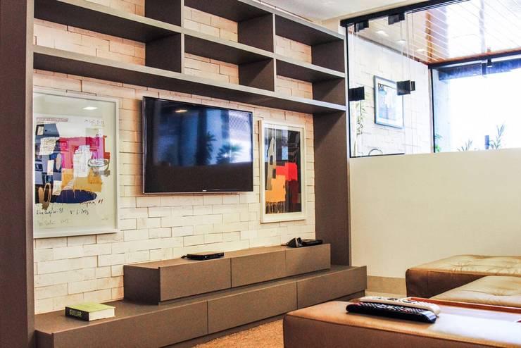 Salas / recibidores de estilo  por Mariana Mendonça Arquitetura