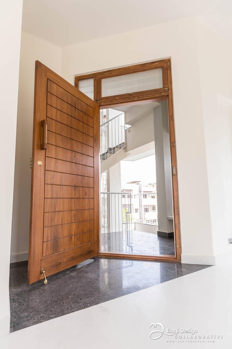 Corridor & hallway by Etagi Design Collaborative