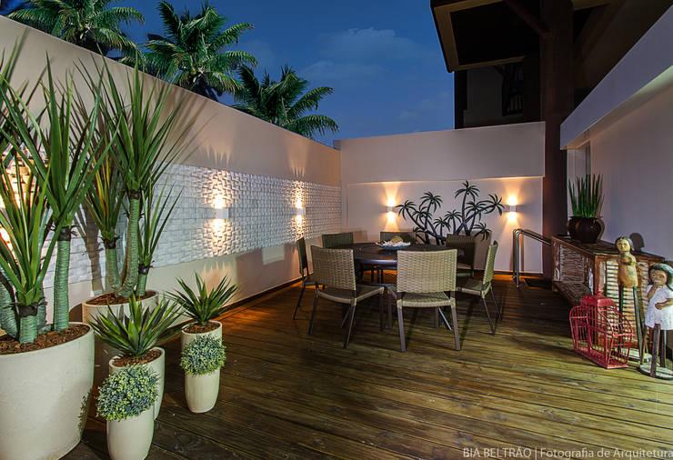 Apartamento no cond Barra Bali,  Barra de São Miguel Al: Terraços  por Cris Nunes Arquiteta