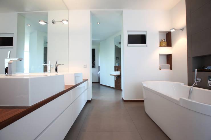 Kamar Mandi Modern Oleh Neugebauer Architekten BDA Modern