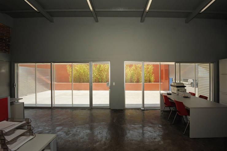MCI DF - P+0 Arquitectura: Estudios y oficinas de estilo  por pmasceroarquitectura