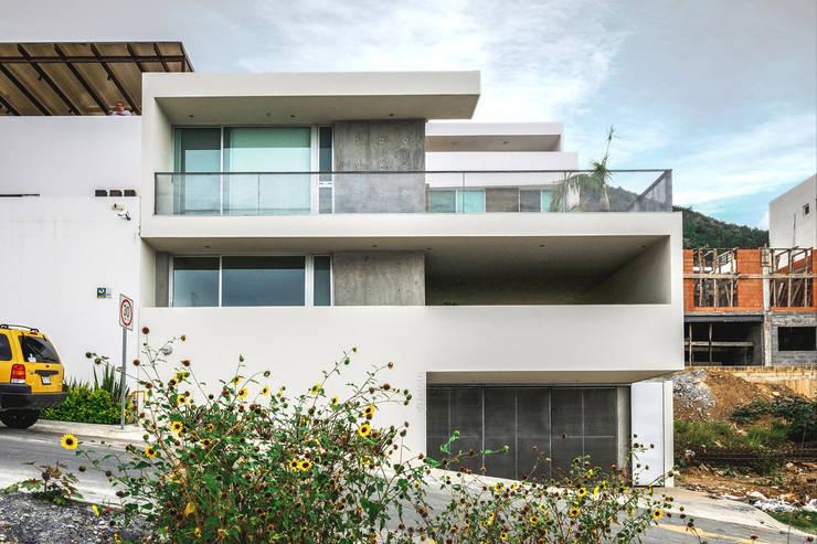 Casa IPE - P+0 Arquitectura: Casas de estilo  por pmasceroarquitectura