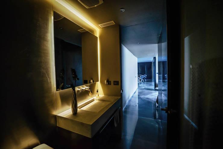 PH Fuentes - P+0 Arquitectura: Baños de estilo  por pmasceroarquitectura