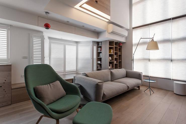 Livings de estilo escandinavo por 禾光室內裝修設計 ─ Her Guang Design