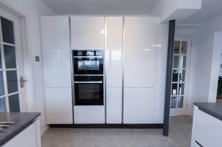 Practical Magic: modern Kitchen by Eco German Kitchens