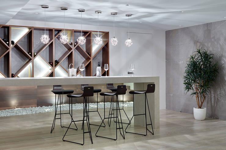 Номинация новаторство: интерьер дома от 300 м: modern Kitchen by Archiprofi