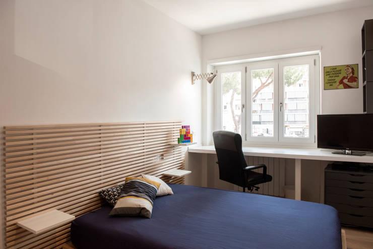 Dormitorios de estilo moderno por Archenjoy - Studio di Architettura -